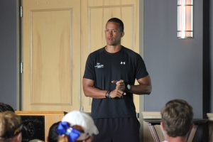 Trevor Anderson speaking at players meeting (7)